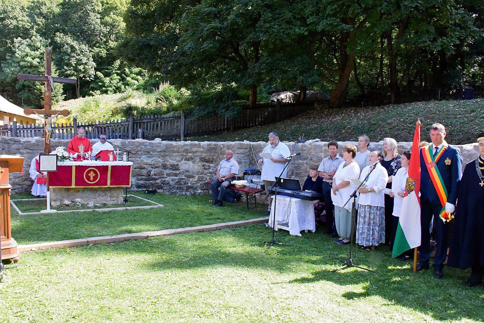 Klastrompusztai ünnepi szentmise képekben